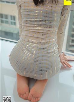 美女穿几乎全透明旗袍未露脸家庭自拍