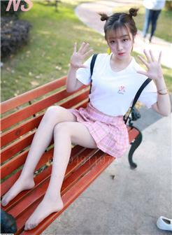 格子裙琴子校园帆布鞋长椅写真