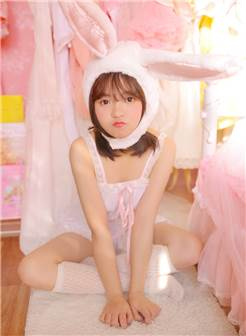 清纯美女兔兔的粉色内衣性感自拍