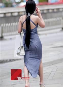 来自@小蛋昆明街拍这个大露背十字交叉吊带裙不是每个人都能驾驭的