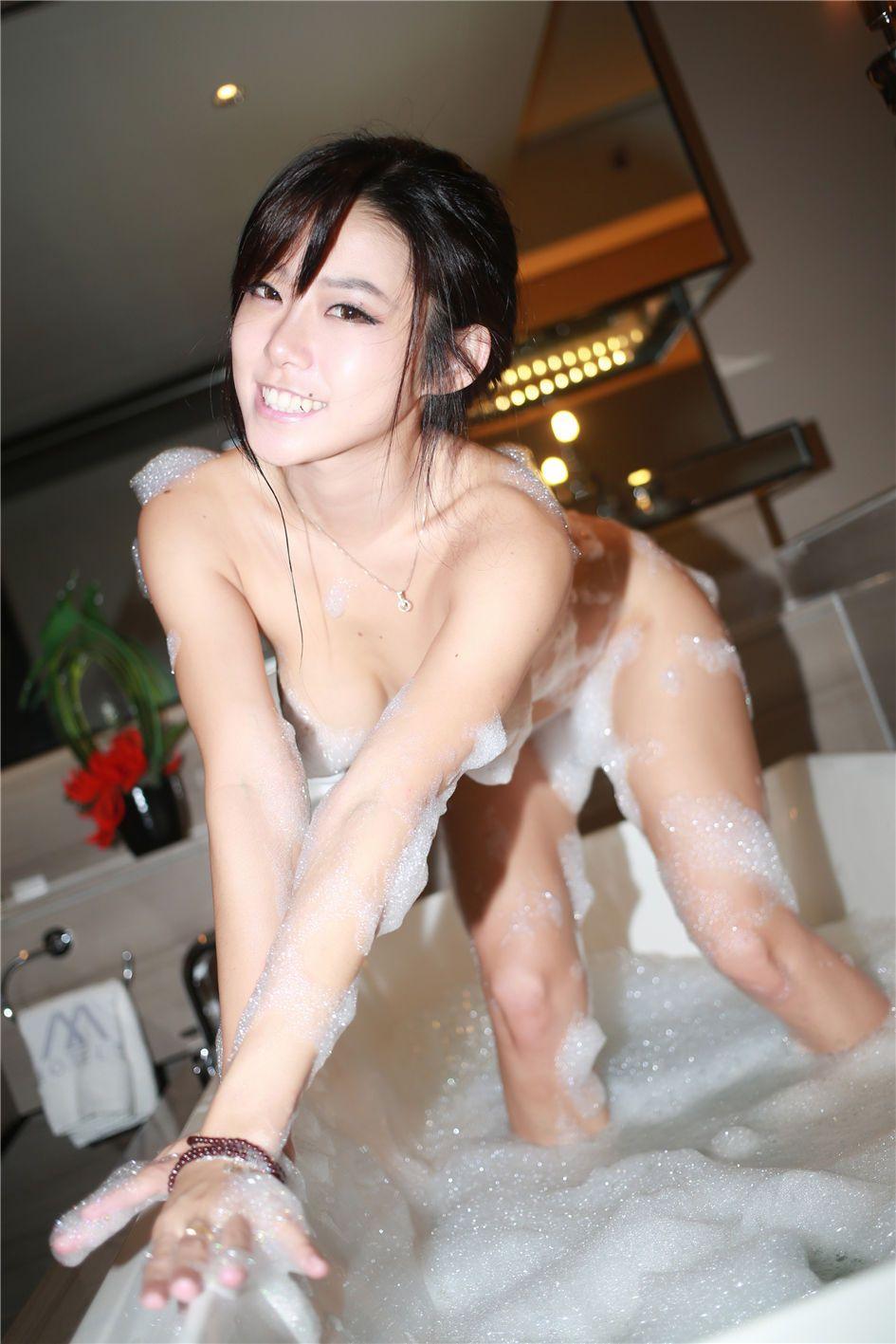 乳贴美女luvian浴室无内泡沫大胆写真(6)(点击浏览下一张趣图)