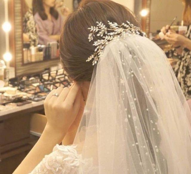 你静静的在橱窗前,仙气十足新娘发型2018最新款(点击浏览下一张趣图)