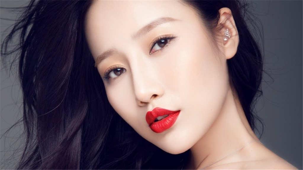 王梦婷性感红唇壁纸(点击浏览下一张趣图)