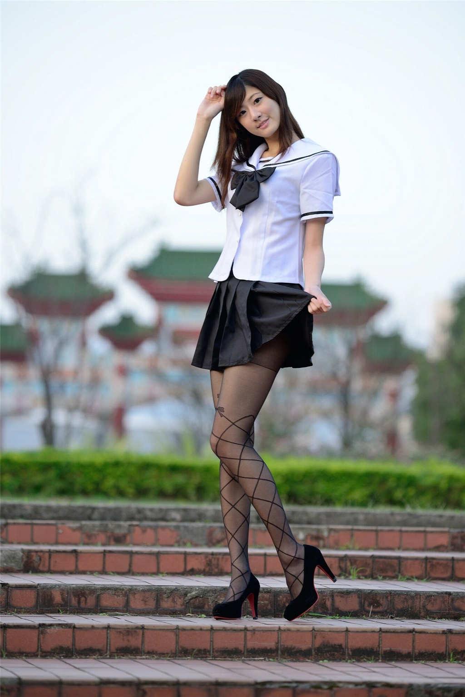 台湾第一腿模林茉晶校园写真(点击浏览下一张趣图)
