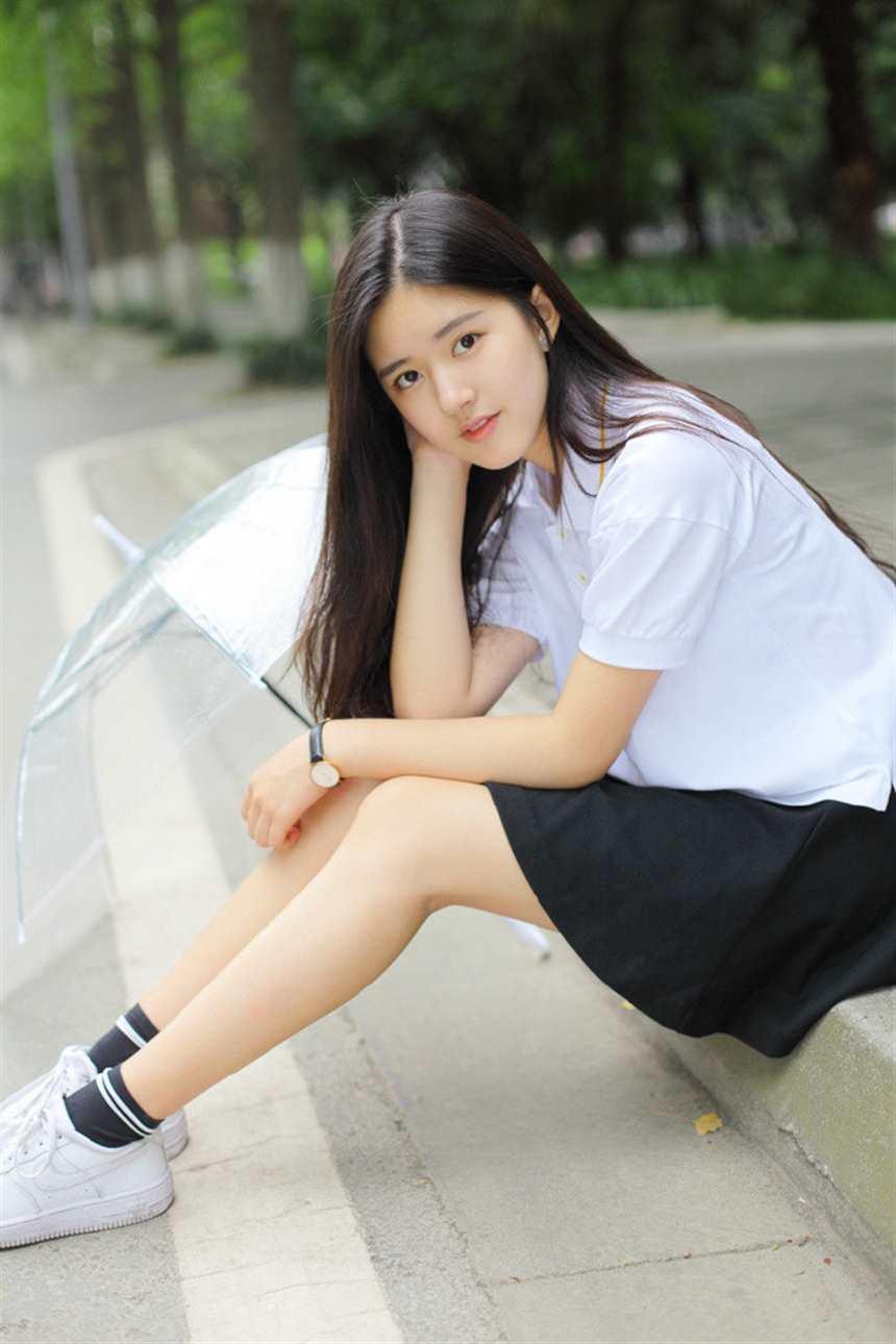 四川成都校花美女jk学生制服性感写真图片(点击浏览下一张趣图)