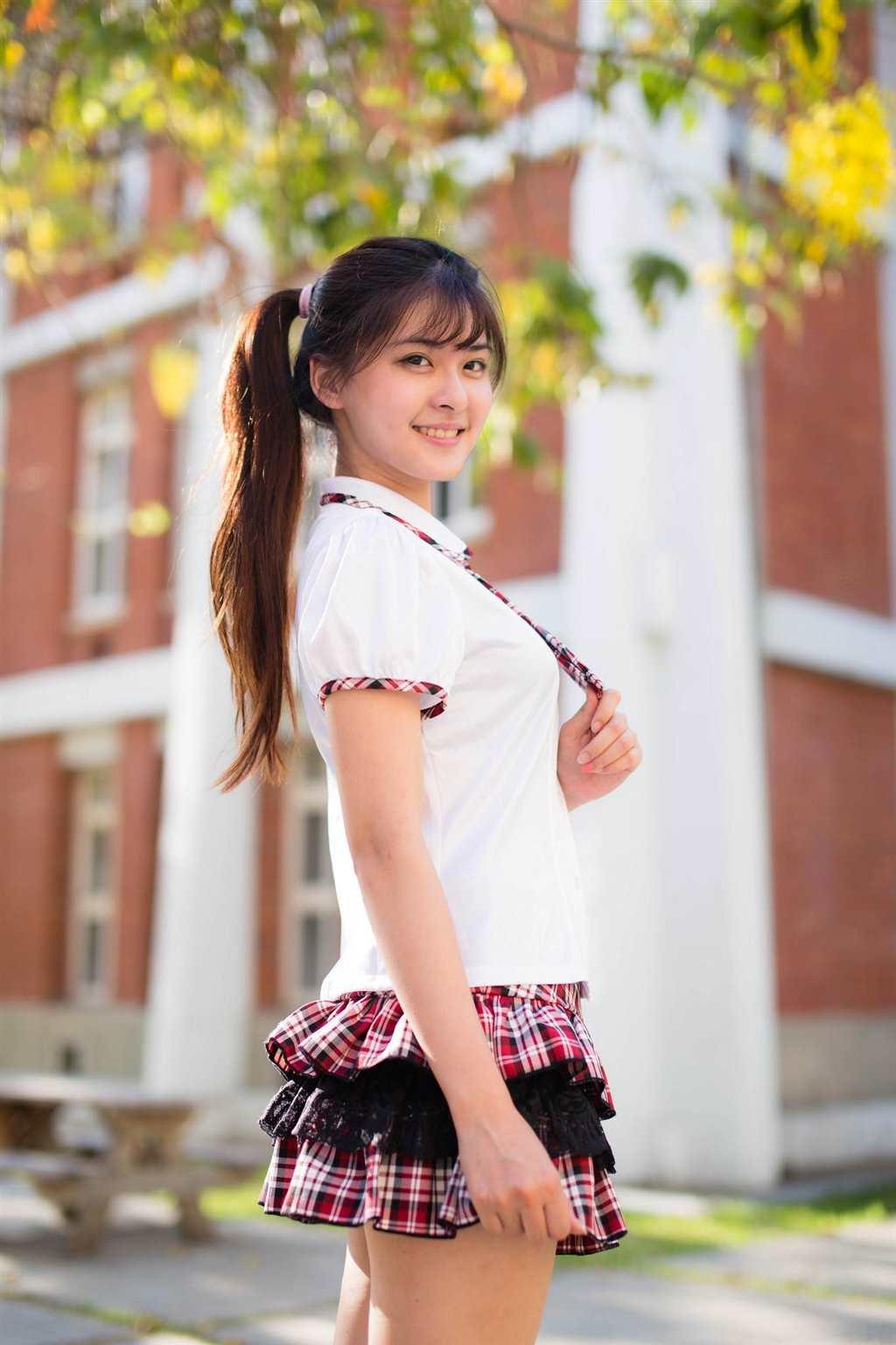 校花美女校园制服清纯诱惑图片(点击浏览下一张趣图)