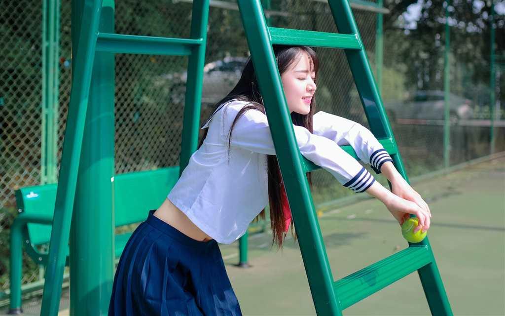 校花美女学生制服清新写真图片桌面壁纸(点击浏览下一张趣图)