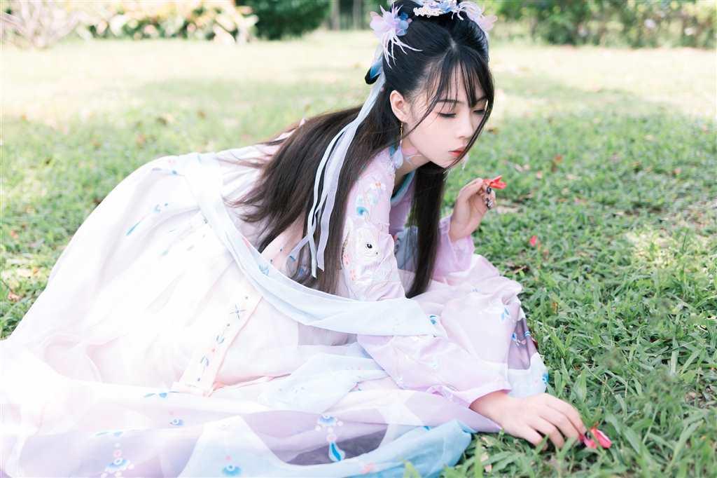 爱秋千的美女汉服(点击浏览下一张趣图)