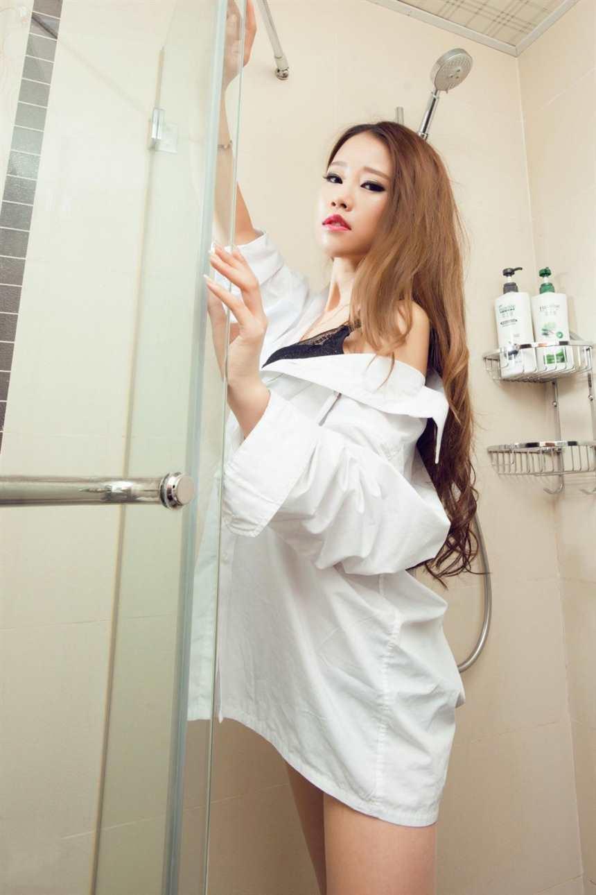 丝语1200张-好颜值好身材的丽柜性感美女模特语寒湿身(点击浏览下一张趣图)