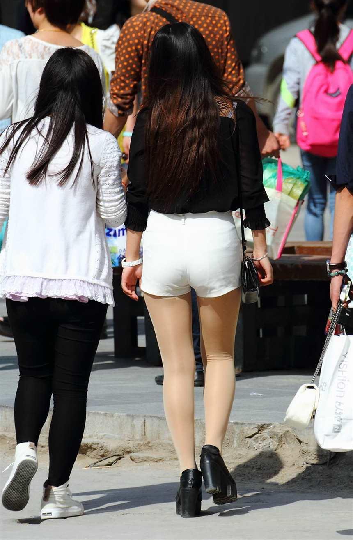 大河北大学园区拍的丝袜少妇,估计不是学生妹(点击浏览下一张趣图)