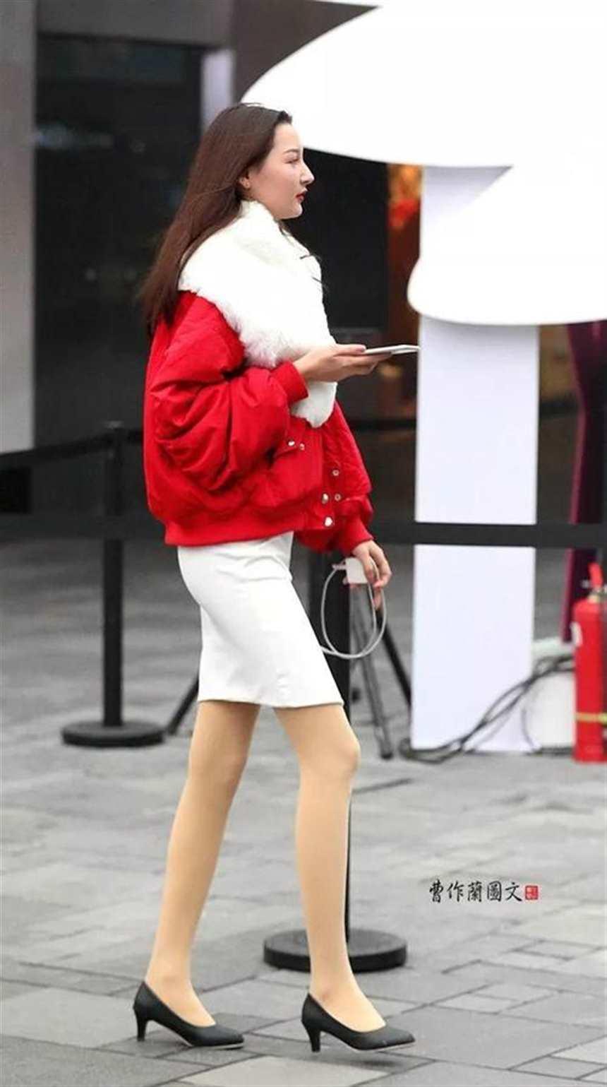 街拍:肉色丝袜美女,让玉腿真肌肤多一层神秘感(点击浏览下一张趣图)