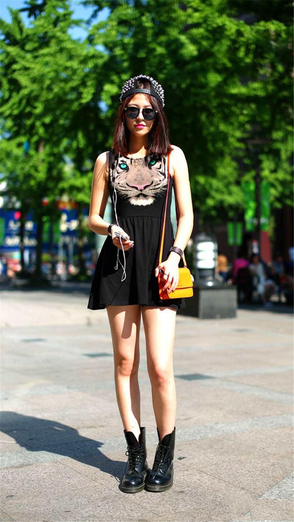 街拍:性感美女青春靓丽的穿搭,时尚感十足!(点击浏览下一张趣图)