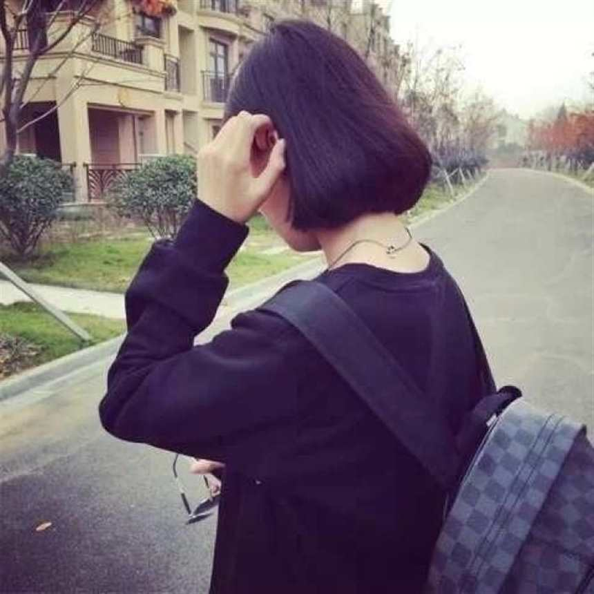 中长短发女生背影(点击浏览下一张趣图)