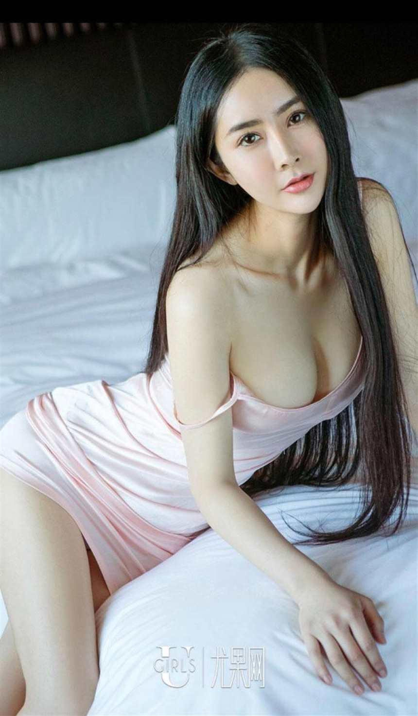 大胸美女蕾丝透视装大胆人体艺术美女写真(点击浏览下一张趣图)