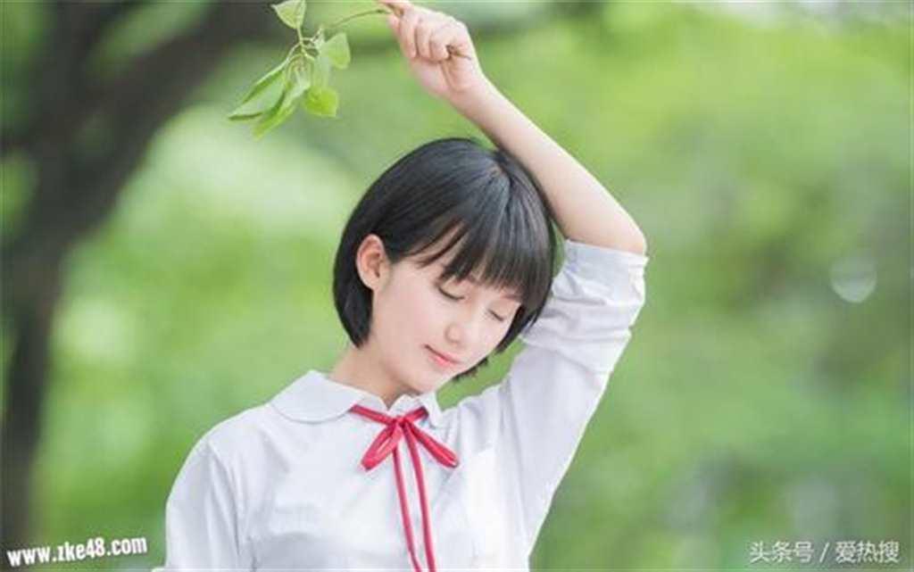 短发女学生校服清纯女孩校园美女写真高清图片(点击浏览下一张趣图)